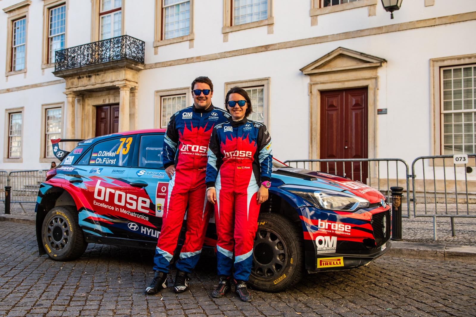Dominik Dinkel (l.) und Christina Fürst (r.) mit ihrem Hyundai i20 R5 (Foto: Dominik Dinkel
