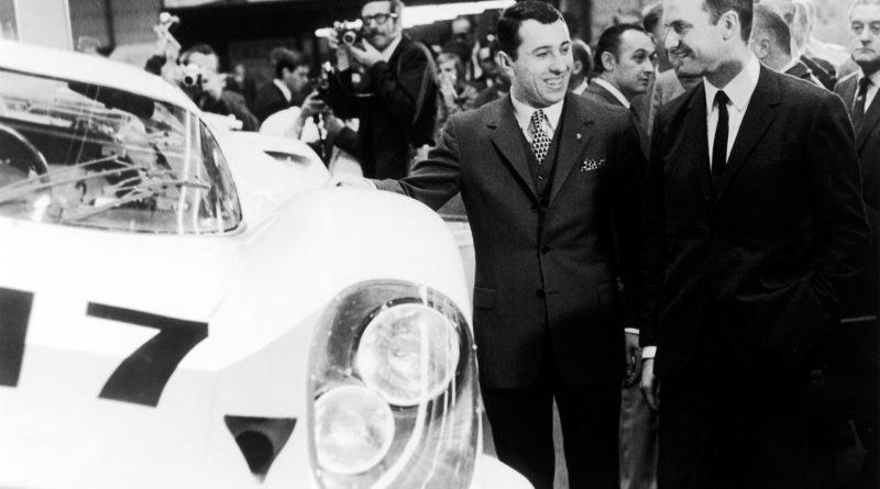 Ferdinand Piëch (rechts) zusammen mit Gerhard Mitter bei der Präsentation des Porsche 917 auf der Automesse in Genf 1969.
